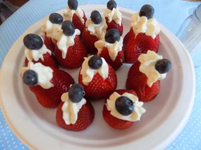 stuffed strawberries (2)